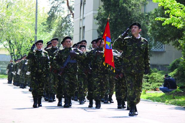 Mai multe posturi disponibile la o unitate militară din Târgoviște! Vezi detalii