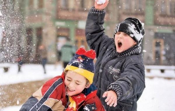 Peste 75.000 de elevi dâmbovițeni intră de astăzi în vacanța de iarnă