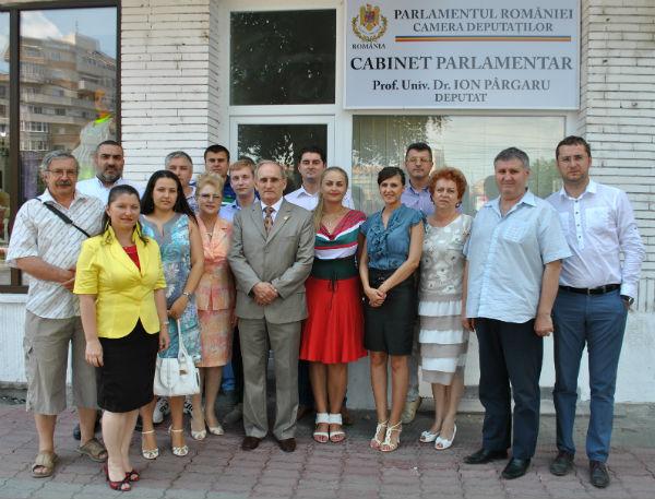 pargaru_cabinet