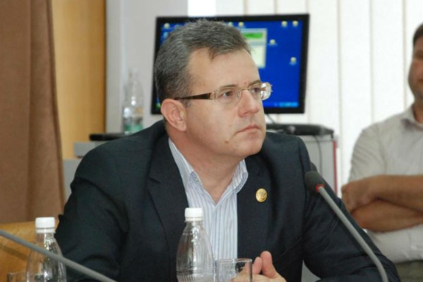 Săvoiu: Pe domnul Marin Antonescu nu-l recomandă trecutul pentru funcţia de vice al CJD