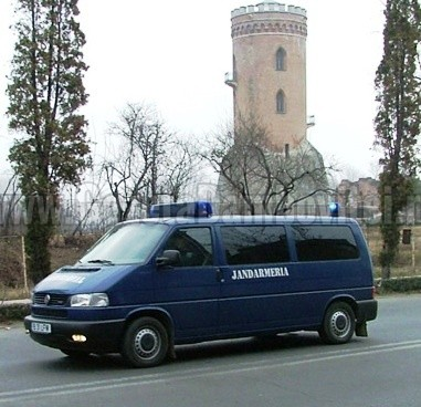 TÂRGOVIȘTE: Agresor imobilizat de doi jandarmi aflați în timpul liber