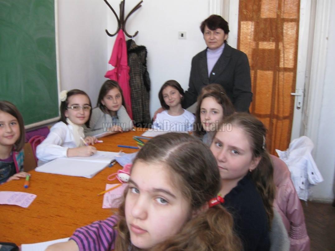 Doamne de excepţie: Ioana Geacăr, scriitoarea care le îndrumă tinerilor paşii către minunata lume a literelor