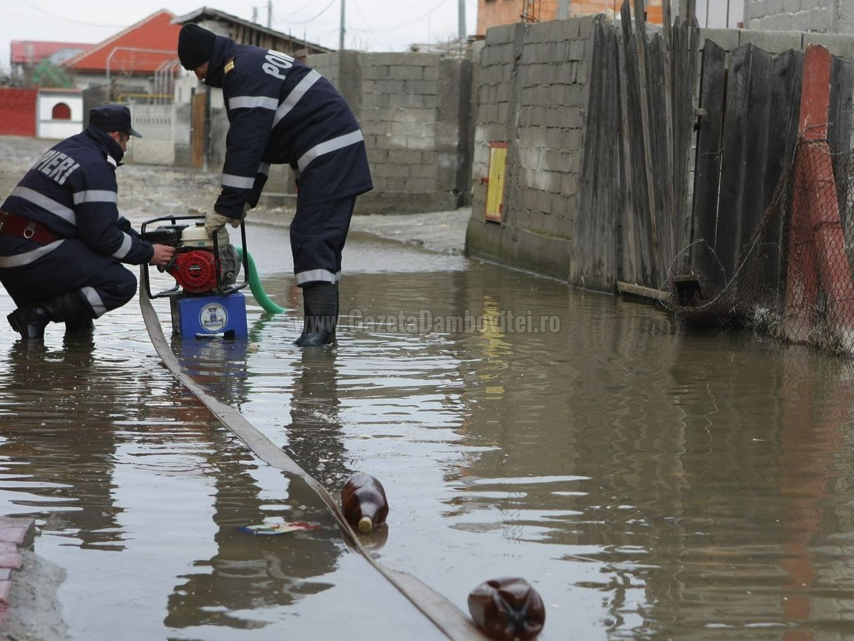 inundatii__pompieri