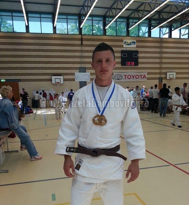 ELEVI DE EXCEPȚIE: Dragoș Pechea, judokanul care studiază limbi străine