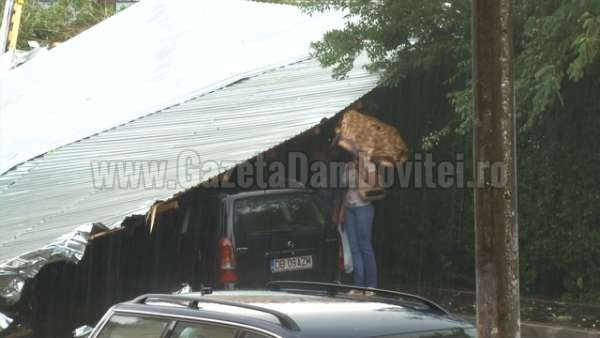 acoperis cazut peste o masina la targoviste (6)_600x338