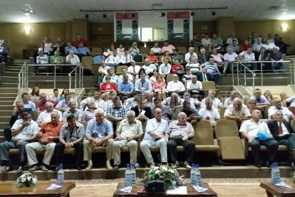 După opoziţia PDL - PNL din Consiliul Judeţean, Ţuţuianu a defilat cu primarii PDL!