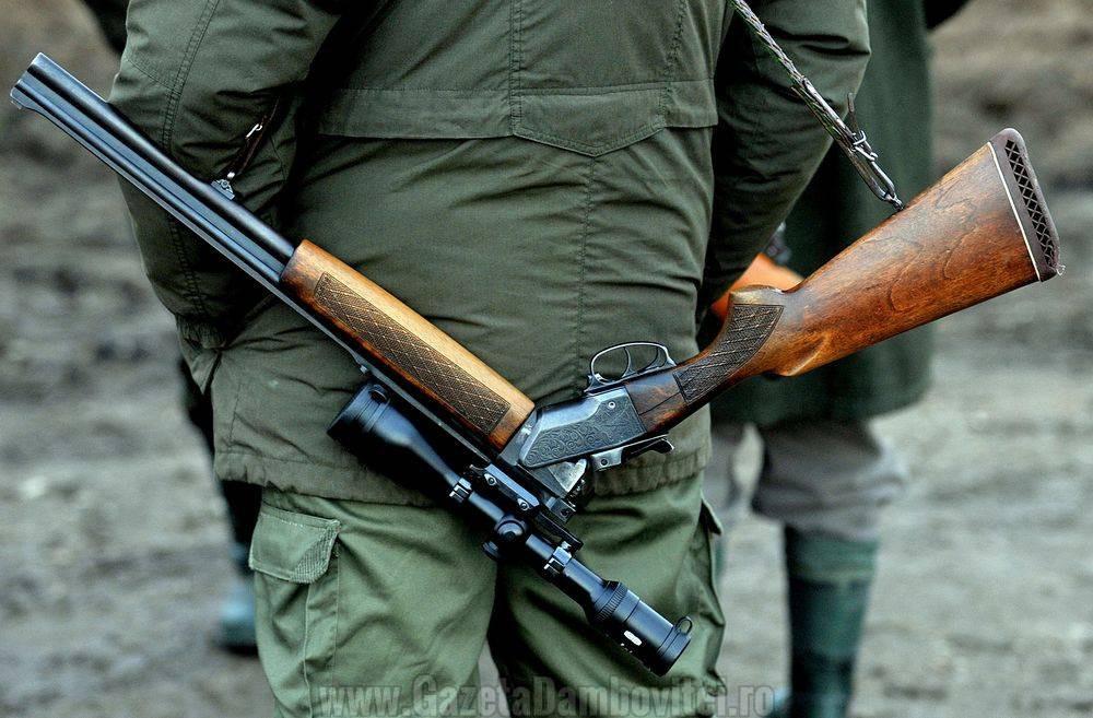 DÂMBOVIȚA: Un bărbat s-a împuscat cu arma de vânătoare