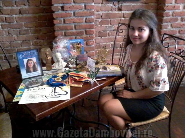 Artist târgoviştean: Roxana Clopotaru şi-a transformat hobby-urile în activităţi premiate