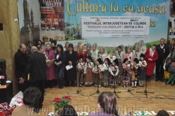 """Şcolile şi grădiniţele dâmboviţene se pot înscrie la Festivalul Interjudetean de Colinde """"Mugurii colindelor"""""""