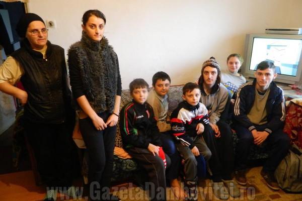 IMPLICĂ-TE DE CRĂCIUN! Familia Stoica are nevoie de ajutor