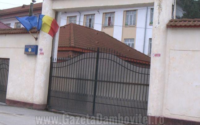 Un deținut a stat o zi pe o clădire a Penitenciarului Găești. Vrea să iasă mai repede din penitenciar