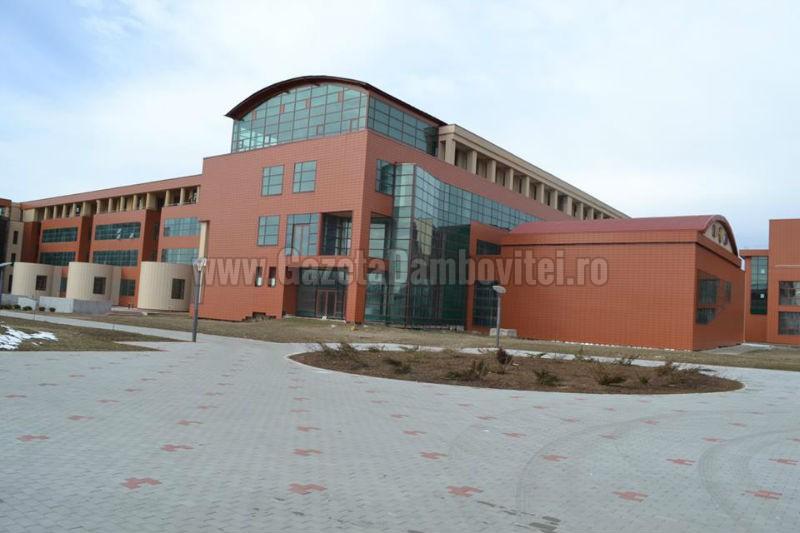 Prima sesiune de înscrieri la Universitatea Valahia din Târgoviște se desfășoară până pe 26 iulie