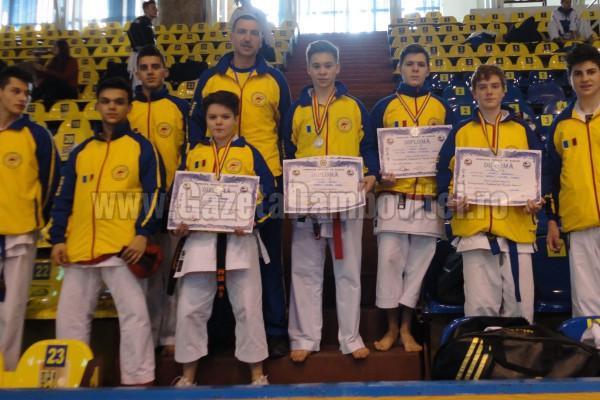 5 medalii, pentru C.S. Petrom Flacăra Moreni, la Campionatul Național de Karate Interstiluri