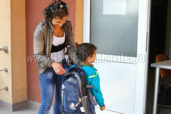 Spectacol umanitar inițiat de Școala Mihai Viteazul, pentru copii săraci, dar isteți