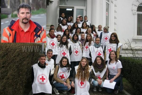 POVESTE DE VOLUNTARIAT: Eugen Florea a format 14 generaţii de voluntari