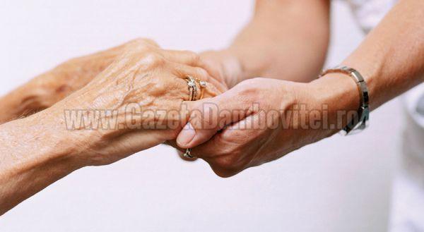 Primăria Târgovişte asigură îngrijiri la domiciliu pentru 100 de bătrâni
