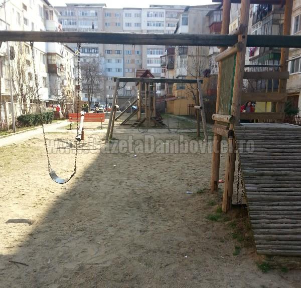 loc de joaca strada coresi (2)
