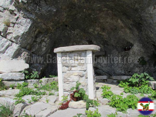 12.Un mic altar la inaltime