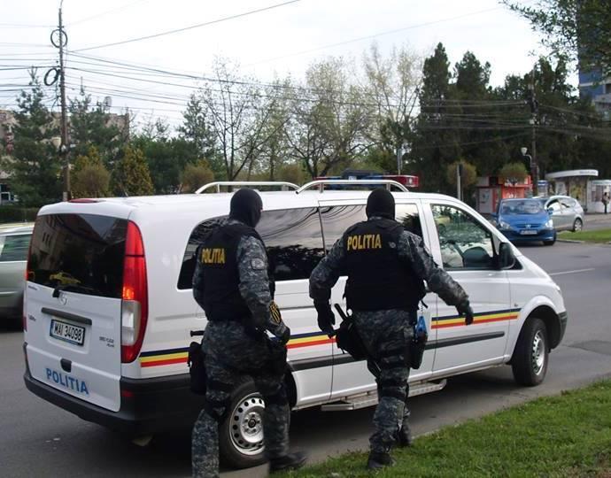 Polițiștii dâmbovițeni fac percheziții, în București, într-un dosar de înmatriculări false