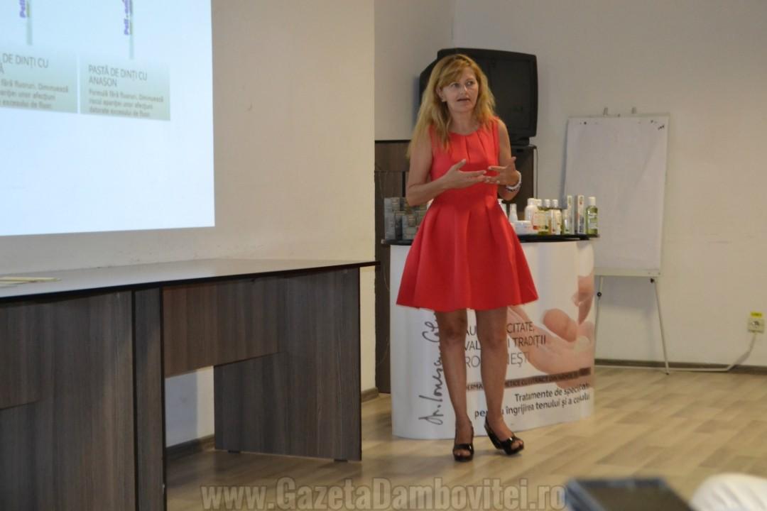 Silvia Tatu - National Sales Manager at Pell Amar Cosmetics, într-o prezentare a produselor la Târgoviște