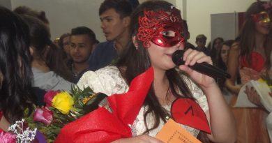 """Balul Bobocilor de la Liceul """"Goga Ionescu"""", spectacol și distracție. Vezi câștigătorii (FOTO)"""