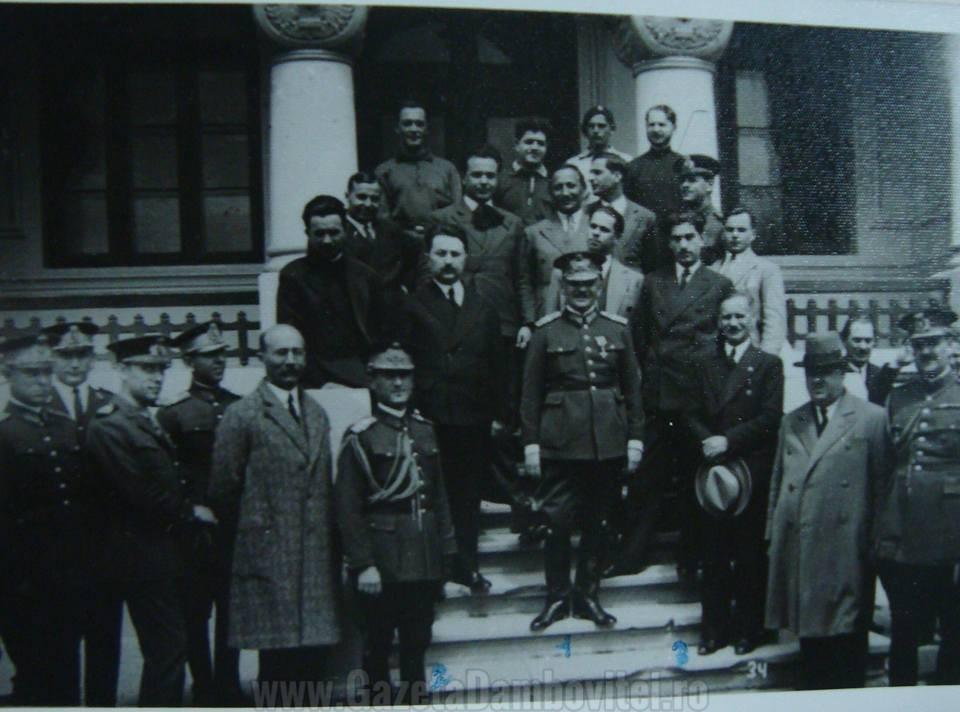 Foşti comandanţi ai liceului Mateescu şi Bălăcescu