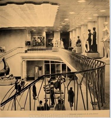 Imagine din sala principală de expoziţie a Fundaţiei Dalles (anii 1960)