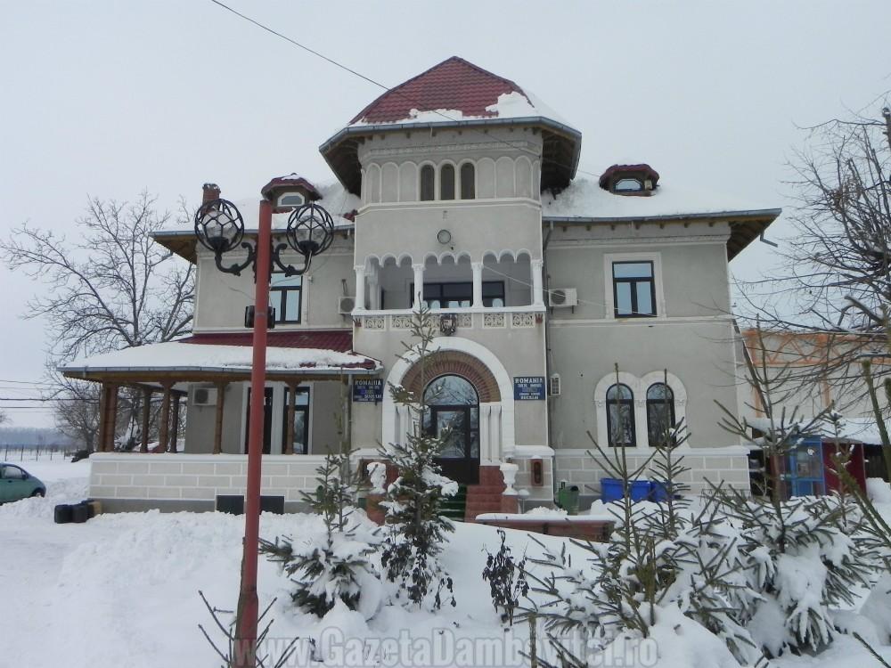 Fostul conac al familiei Dalles, azi sediul Primăriei Comunei Bucşani.