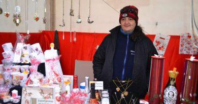 Idei de cadouri pe care le găsiți la Târgul de Mărțișor de pe Platoul Prefecturii: obiecte hand-made lucrate de artiști târgovișteni