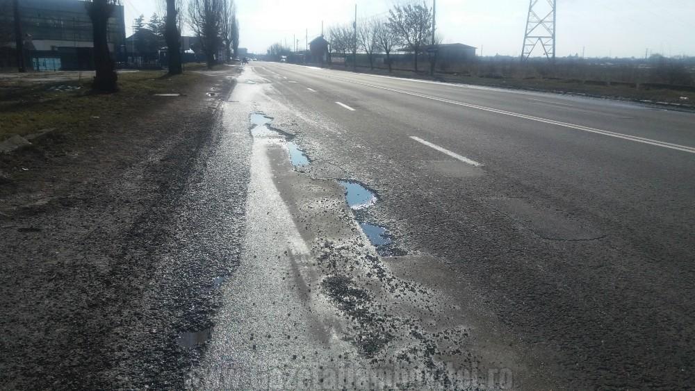 Covorul asfaltic de la intrarea în Târgovişte dinspre Găeşti, în stare deplorabilă
