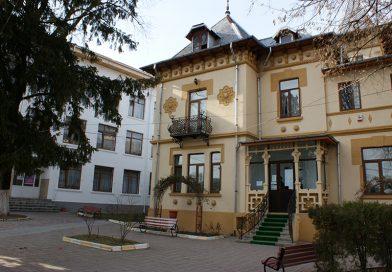Târgoviște: Un elev a căzut de la etajul unui liceu