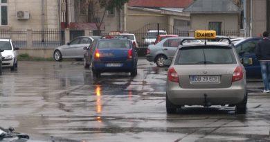 """Toamna protestelor: Instructorii auto ies în stradă: """"O gaşcă de băieţi deştepţi vrea să ne scoată de pe piaţă"""""""
