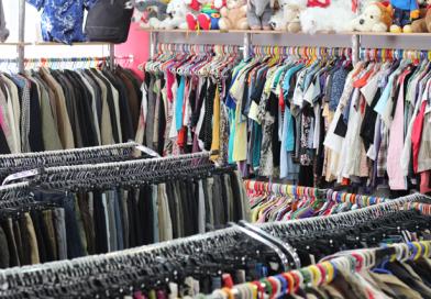 Dâmboviţenii caută haine second-hand pe internet, într-un număr tot mai mare