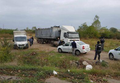 TÂRGOVIȘTE: Mascații au descins peste un transport de fier vechi de la o unitate militară către COS
