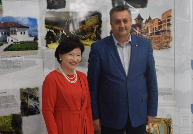 """Vizită a reprezentanţilor UNESCO în Târgoviște, cu ocazia Festivalului """"Crizantema de Aur"""""""