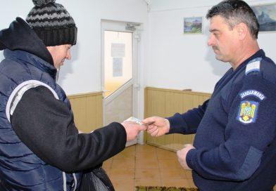 DÂMBOVIȚA: Un jandarm a înapoiat proprietarului niște bani pe care i-a găsit la un bancomat