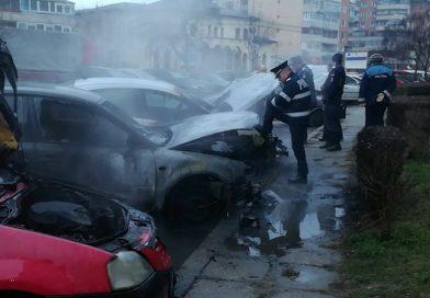 TÂRGOVIȘTE: Trei mașini au ars într-o parcare
