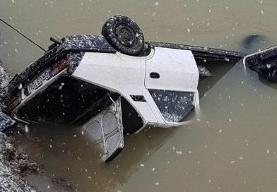 Pompierii din Potologi au scos din apă un copil, după ce mașina în care se afla a căzut în Argeș