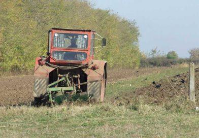 DÂMBOVIȚA: APIA primește cereri pentru rambursarea diferenței de acciză la motorina folosită în agricultură