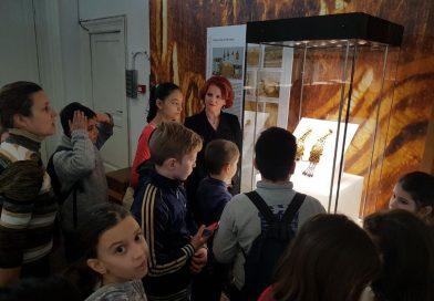 """Agenda parlamentară: Claudia Gilia (PSD) le-a facilitat copiilor din Cornești o vizită la expoziția  """"Aurul și Argintul Antic al României"""""""