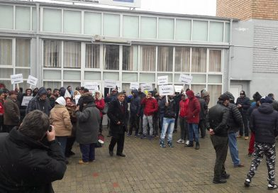 """Protest la Partida Romilor Dâmbovița! Romii vor demisia lui Moise Vasile """"Deju"""" din fruntea organizației"""