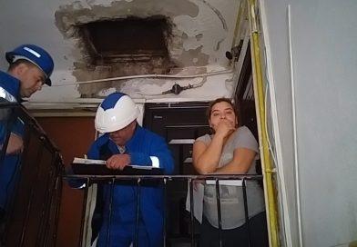 Romii, specialiști în electricitate! Se racordează ilegal, mai repede decât o face Electrica legal!