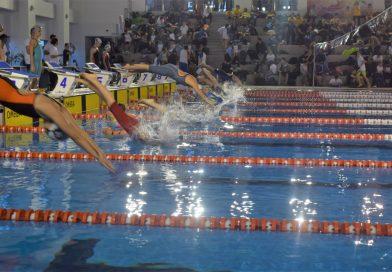 """TÂRGOVIȘTE:  Record de participare la """"Cupa Primăverii"""" la înot. Bazinul este închis, sâmbătă, pentru public"""