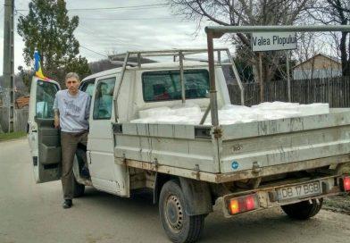 Asociația Literata a strâns bani și bunuri pentru copiii din comunitatea de la Valea Plopului
