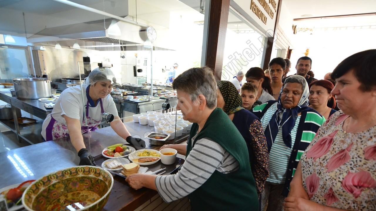 100 de persoane vor primi, zilnic, o masă caldă, la Cantina Socială a Arhiepiscopiei Târgoviștei
