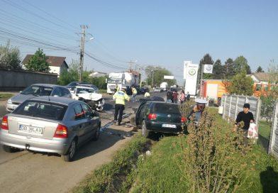 Trafic îngreunat pe DN 72 A: Un tânăr şofer a provocat un accident în lanţ! Cinci maşini implicate, doi răniţi
