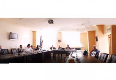 După o ședință cu sala goală, primarul orașului Titu le cere partidelor să ia o decizie concretă pentru funcționarea consiliului