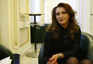 """Natalia Intotero, Ministrul pentru Românii de Pretutindeni, vine la Liceul de Arte """"Bălașa Doamna"""" din Târgoviște"""