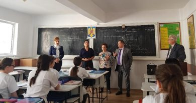 """Școala Postliceală Sanitară """"Carol Davila"""" Târgoviște a găzduit întâlnirea reprezentaților fundațiilor, asociațiilor și unităților de învățământ particular din regiune"""