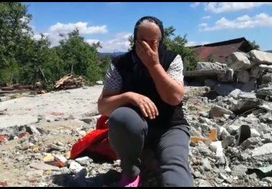 Văleni de Dâmboviţa: Oamenii au aşteptat-o printre ruine pe Carmen Dan, dar nu au apucat să-i adreseze vreun cuvânt